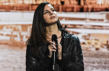 NEW YORK, NY - OCTOBER 30: The singer Lana Del Rey performs during an Apple launch event at the Brooklyn Academy of Music on October 30, 2018 in the Brooklyn borough of New York City. Apple debuted a new MacBook Pro, Mac Mini and iPad Pro. (Photo by Steph