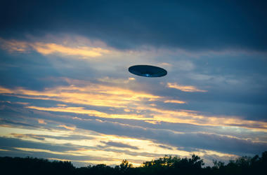 100.3 Jack FM,Flight,Plane,UFO,Aliens,Arizona,American Airlines,Pilot,Air Traffic Control,Audio,Learjet,Dallas,Report,Sightings,Unidentified flying object,Aircraft