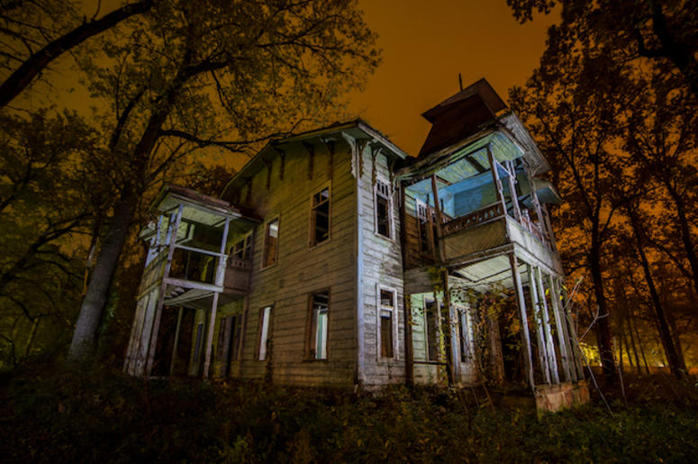 Nobody Wants To Buy This Abandoned 55-Bedroom Texas Mansion