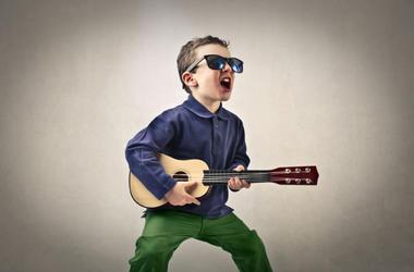 Kid_Playing_Guitar