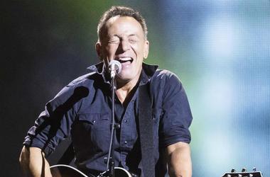 Scam,Illinois,Fan,Bruce Springsteen,Text,Cash