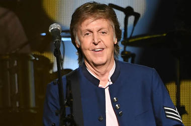 Paul McCartney, Concert, Smiling