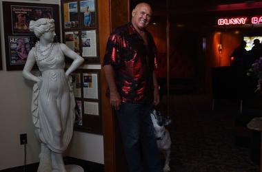 Dennis Hof, Bunny Ranch, Hallway, Statue