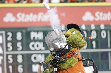 Houston Astros, Orbit, T-Shirt Cannon, Shooting
