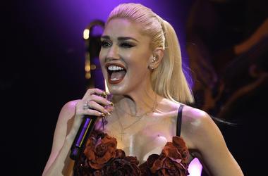 Gwen Stefani, Concert, Singing