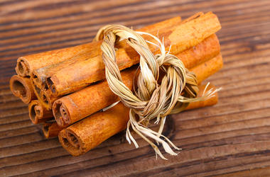 Cinnamon Sticks, Bundle, Wooden Table, Pretty