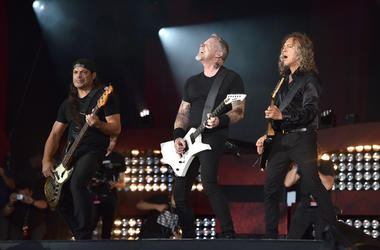 Metallica performs