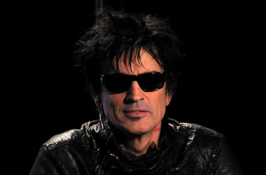Tommy Lee, Press Conference, Leather Jacket, Sunglasses, Indoors