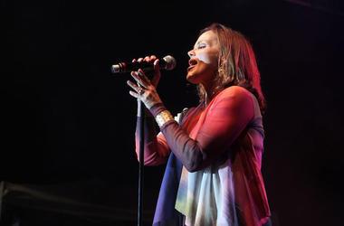 Belinda Carlisle, Singing, Concert
