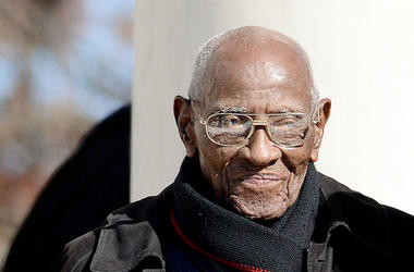 Richard Overton, Oldest Veteran, Suit