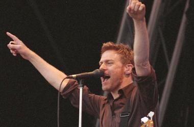 Bryan Adams, Concert, Singing