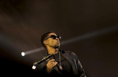 Usher, Concert, Posing