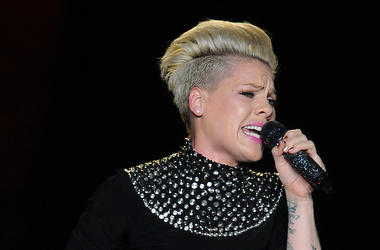 P!nk, Singing, Concert, Live, Microphone, Isolated, Black Background, 2013