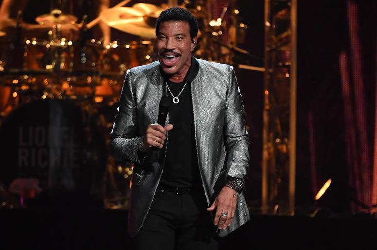 Lionel Richie, Concert, Singing, Smile, Suit