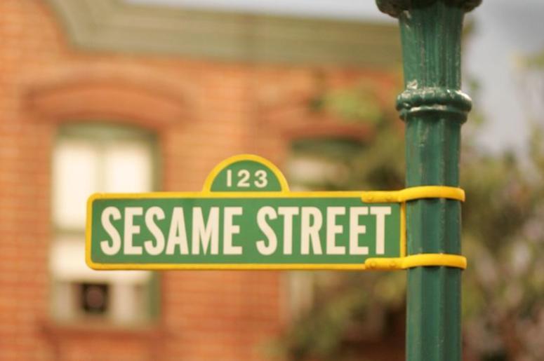 Sesame Street, Street Sign, Street Lamp
