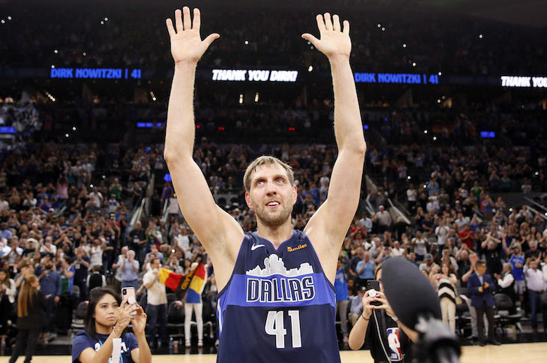 Dirk Nowitzki, Final Game, San Antonio, Waving To Crowd