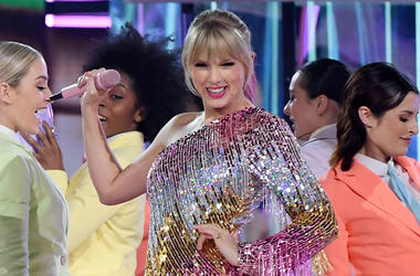 LAS VEGAS, NEVADA - MAY 01: Taylor Swift performs during the 2019 Billboard Music Awards at MGM Grand Garden Arena on May 1, 2019 in Las Vegas, Nevada. (Photo by Ethan Miller/Getty Images)