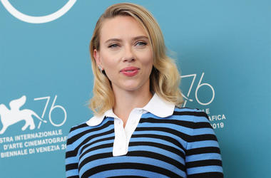 """VENICE, ITALY - AUGUST 29: Scarlett Johansson attends the """"Marriage Story"""" photocall during the 76th Venice Film Festival at Sala Grande on August 29, 2019 in Venice, Italy. (Photo by Vittorio Zunino Celotto/Getty Images)"""