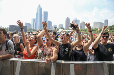 Members of the audience watch Con Brio perform during day two of Lollapalooza in Grant Park Friday, July 29, 2016, in Chicago. (Photo by Armando L. Sanchez/Chicago Tribune/TNS)