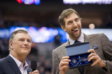 Mike Rawlings, Dirk Nowitzki, Key to the City, Dallas Mavericks
