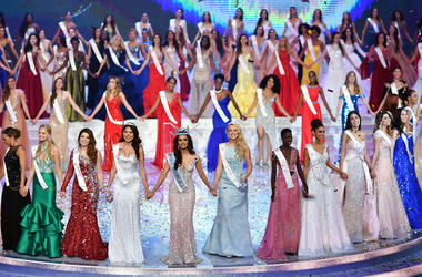 Miss World, Beauty Pageant, Contestants, Holding Hands, 2017