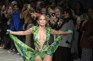 Jennifer Lopez, Milan Fashion Week 2019, Versace, Green Dress