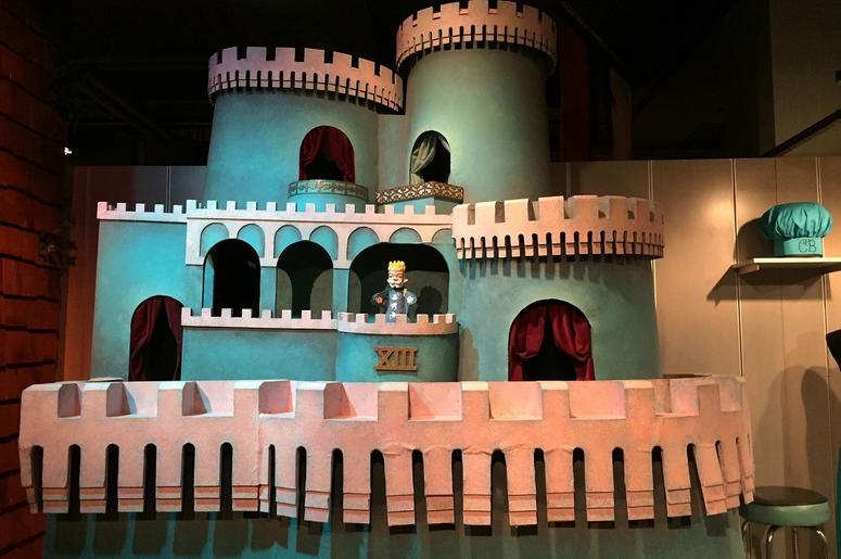 Mister_Rogers_castle