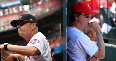 Cardinals manager Mike Shildt and former manager Tony La Russa.