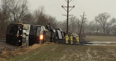 Two engines and 14 bulk cargo cars loaded with coal were derailed.