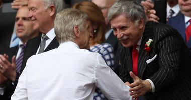 Arsenal manager Arsene Wenger shakes hands with Owner Stan Kroenke.