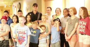 Tom Gimbel of Foreigner visits children at Shriners Hospital