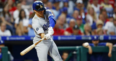 Cody Bellinger hits 2 homers, Dodgers rout Phillies 16-2