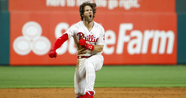 Harper's 2-run double in 9th rallies Phillies past Dodgers
