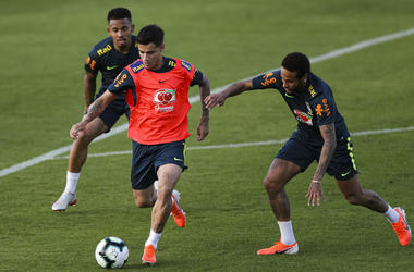 Philippe Coutinho (C) and Neymar Jr (R) compete for the ball during a training session of the Brazilian national football team at the squad's Granja Comary training complex on May 28, 2019 in Teresopolis, Brazil.