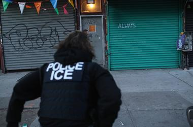 """Immigration and Customs Enforcement (ICE), officers look to arrest an undocumented immigrant during an operation in the Bushwick neighborhood of Brooklyn on April 11, 2018 in New York City. New York is considered a """"sanctuary city"""" for undocumented immig"""
