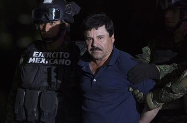 """MEXICO CITY, Jan. 9, 2016 (Xinhua) -- Soldiers escort Joaquin Guzman Loera, alias """"El Chapo"""", upon his arrival to the hangar of the Attorney General's Office, in Mexico City, capital of Mexico, on Jan. 8, 2016. After an early morning raid in northwestern"""
