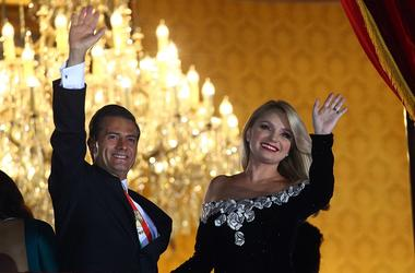 Mexican President Enrique Pena Nieto (L) and his wife Angelica Rivera wave to people during the celebration of Mexico's Independence Day at the balcony of the National Palace in Mexico City, capital of Mexico, on Sept. 15, 2017.