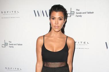 Kourtney Kardashian En Bikini En Brincolin