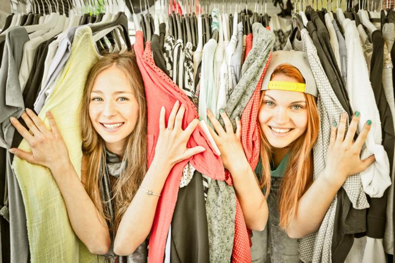 Young women at market - Girls best friends having fun