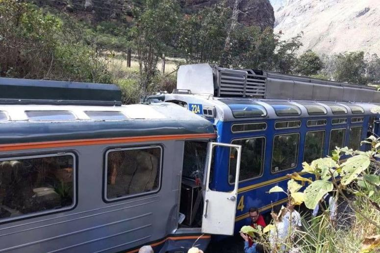 trenens en Peru chocan