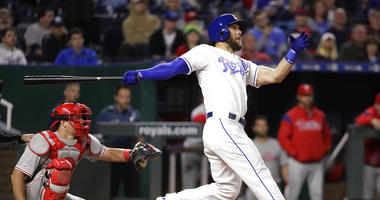 Gordon powers Royals to 5-1 win over Phillies