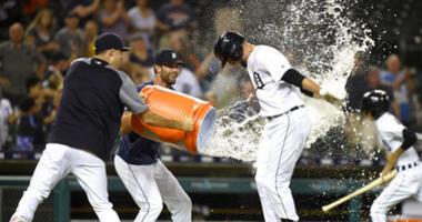 Mercer's game-ending homer gives Tigers 10-8 win over Royals