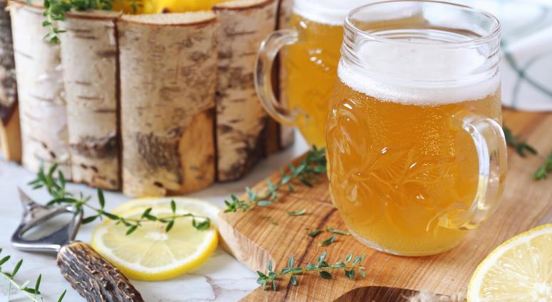 A shandy cocktail made with beer and lemonade