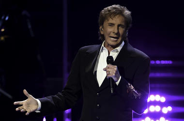 Feb 5, 2016; Sunrise, FL, USA; Singer and songwriter Barry Manilow performs at the BB&T Center. Mandatory Credit: Ron Elkman-USA TODAY NETWORK