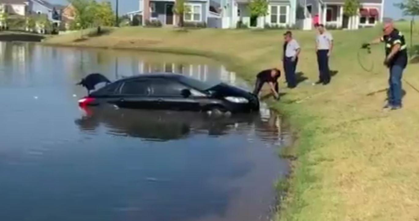 Car Found Submerged In North Richland Hills Pond