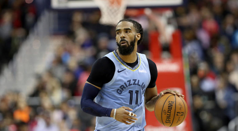 Mike Conley of the Memphis Grizzlies dribbles the ball in a game against the Wizards.