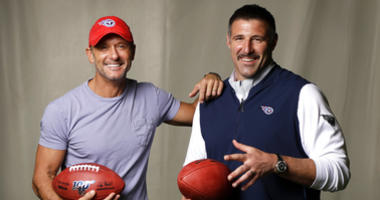 Tim McGraw poses with Tennessee Titans head coach Mike Vrabel