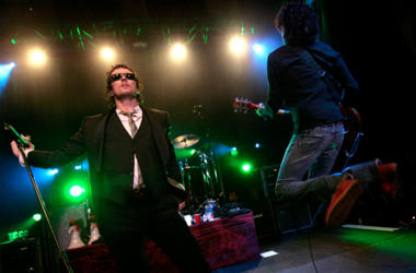 Scott Weiland and Dean DeLeo perform with Stone Temple Pilots