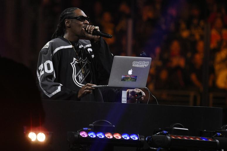 Snoop Dogg plays un-edited songs at NHL All-Star Game | KS107 5