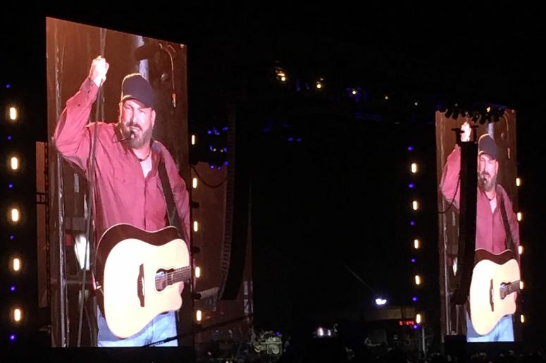 Garth Brooks 2020 Schedule Sign Producer Jessica's Petition To Get Garth Brooks To Perform In